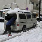 雪で立ち往生したら罰金、です。